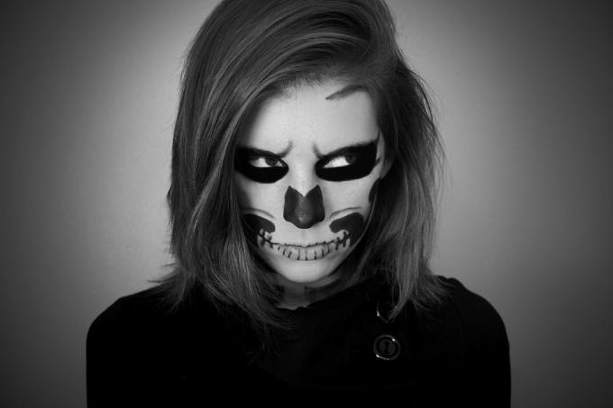 Halloween Vampire and Zombie Make Up Ideas EntertainmentMesh - White And Black Halloween Makeup