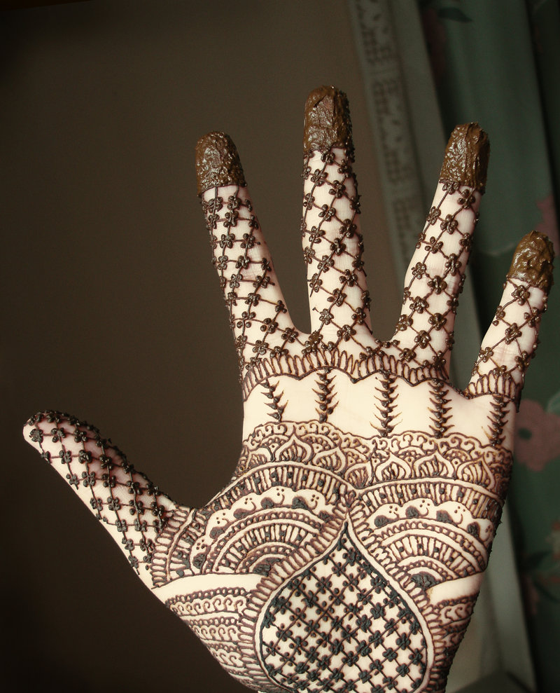 cool pattern hen...Latest Arabic Mehndi Designs 2011 For Hands