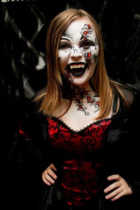 Scary Halloween Face Painting http://entertainmentmesh.com/20-cool-and-scary-halloween-face-painting-ideas/