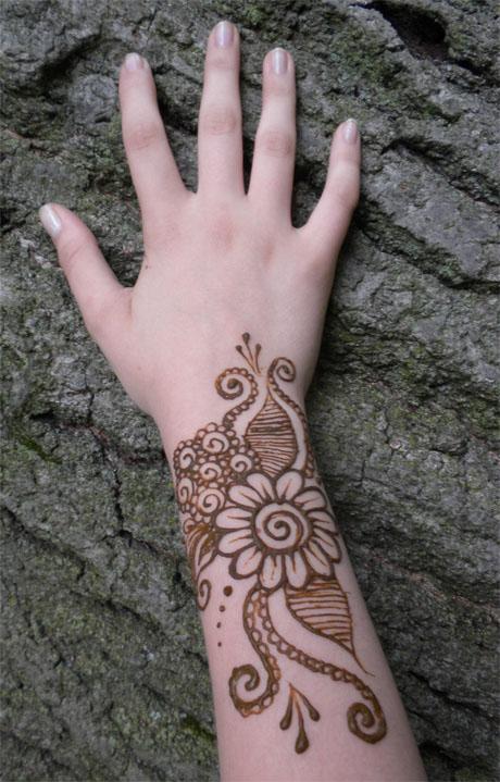 Wrist Mehndi Patterns : Henna swirl flower on wrist entertainmentmesh