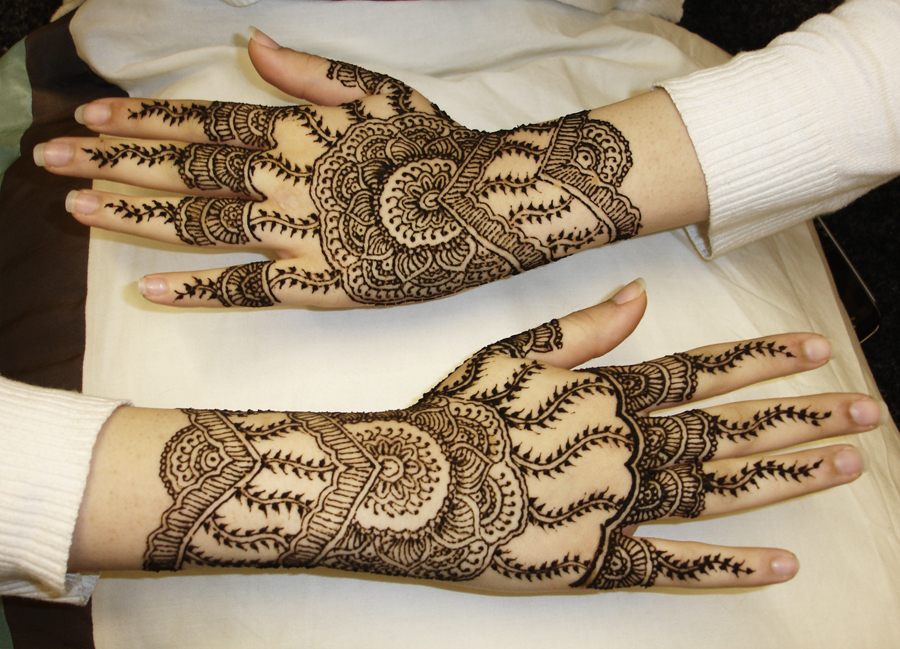 stylish hand back mehndi design