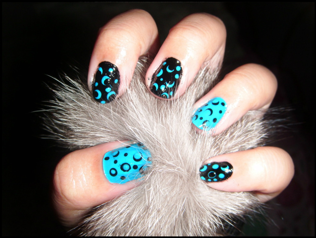 Black and Blue Polka Dots Nail Art