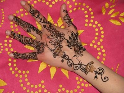 Cute Back Hand Mehndi | EntertainmentMesh