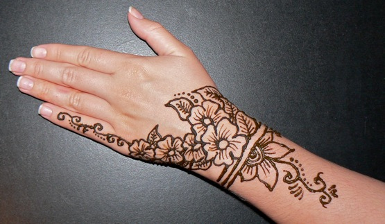 Flower Mehndi Designs For Back Hands : Henna mehndi designs for hands entertainmentmesh