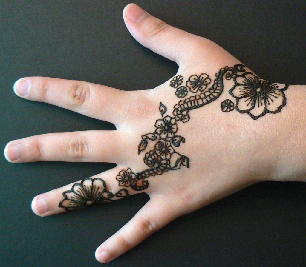 Simple floral henna design entertainmentmesh - Motif henne simple ...