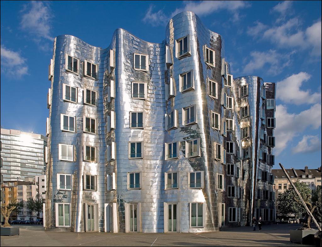 Architecture by Frank O. Gehry / Düsseldorf Medienhafen