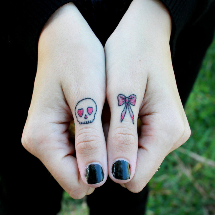 30+ Freaking Awesome Finger Tattoo Design