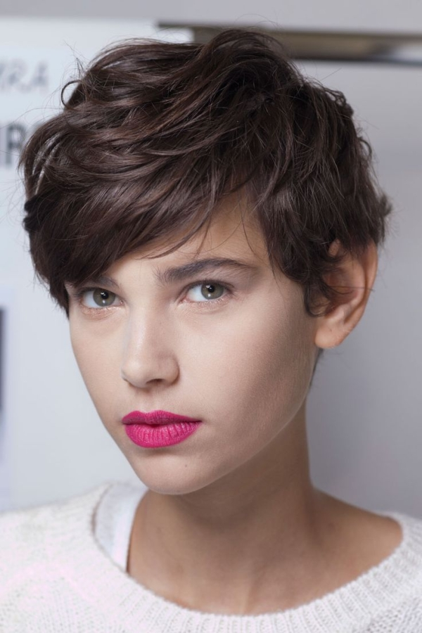 25 Classic Short Hairstyles For Round Face Girls