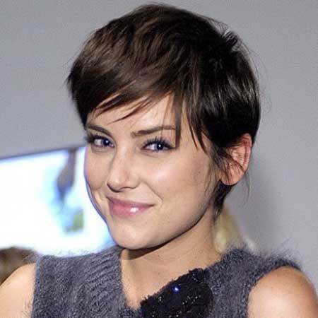 Magnificent 25 Classic Short Hairstyles For Round Face Girls Entertainmentmesh Short Hairstyles For Black Women Fulllsitofus