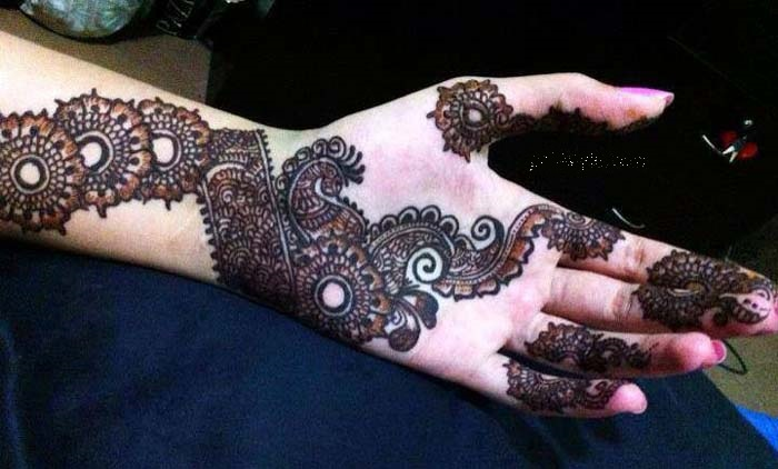 Latest mehndi bail design with excellent white accent domseksa elegant designs 2013 pics photos pictures images latest bail mehndi design thecheapjerseys Image collections