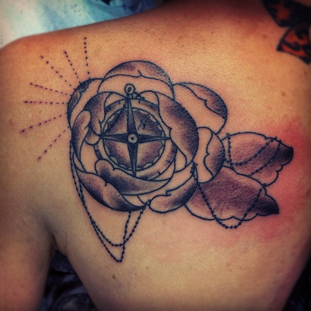 30 stunning compass tattoo designs entertainmentmesh