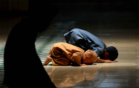 Muslim boys Ramdan Prayer Photo
