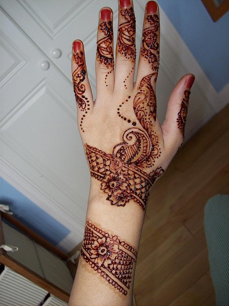 Henna Designs For Women: 35+ Latest Back Hand Mehndi Design Ideas For Eid 2015