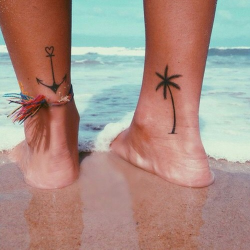 Тату пальмы на ноге