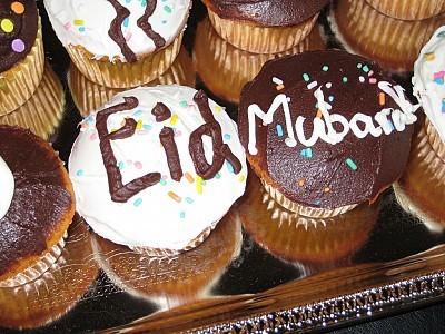 Eid Mubarak cupcake picture