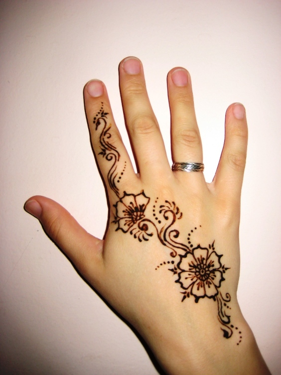 Simple Henna Tattoo On Hand: 35+ New Easy And Simple Mehndi(Henna) Designs For Beginner