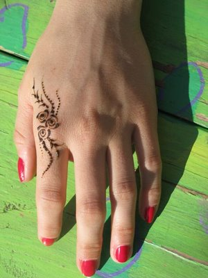 easy and simple mehndi for hands