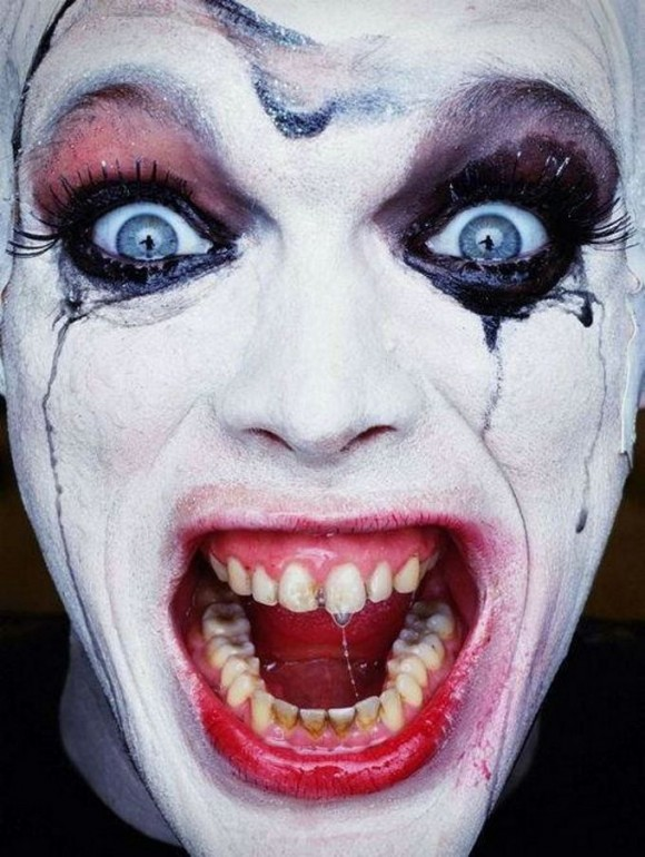 evil scary smiling clown