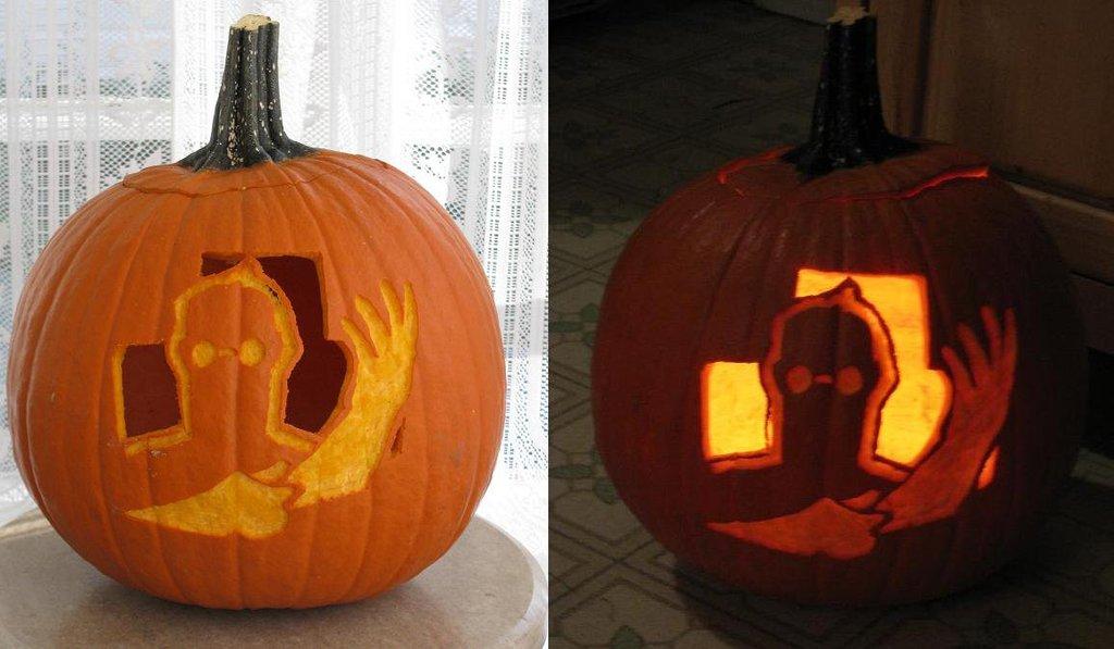 halloween carving medic pumpkin