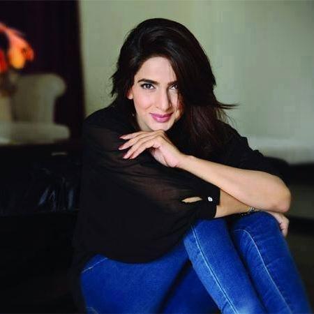 3-famous-beautiful-pakistani-actress-Saba-Qamar