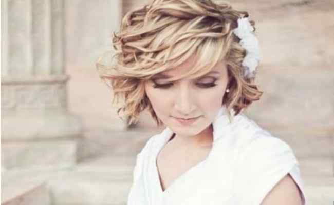 Gorgeous Wedding Hairstyle With Breezy Curls