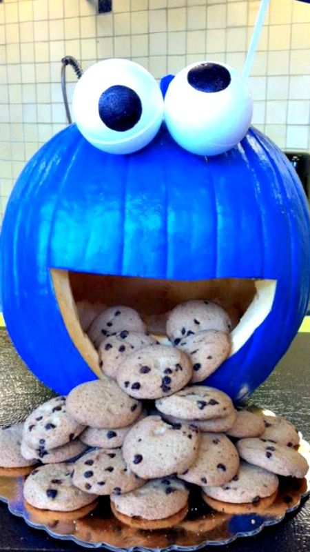 cookie-monster-carved-pumpkin