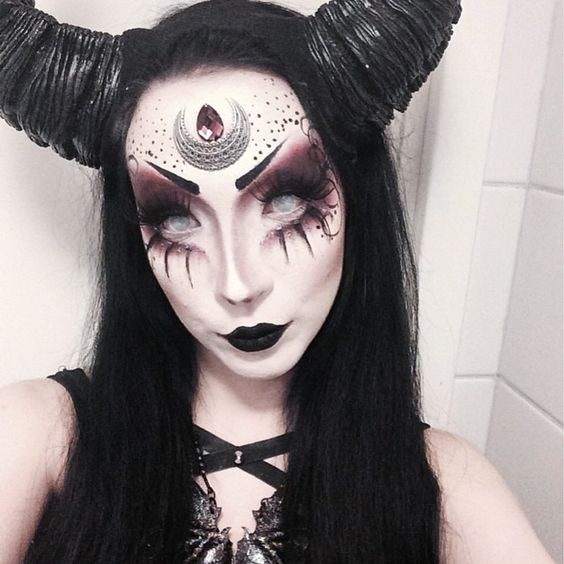 25 evil scary halloween face paint ideas for women. Black Bedroom Furniture Sets. Home Design Ideas
