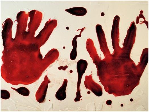 halloween-party-bloody-windows