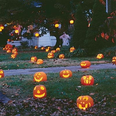happy-pumpkins-yard-decoration