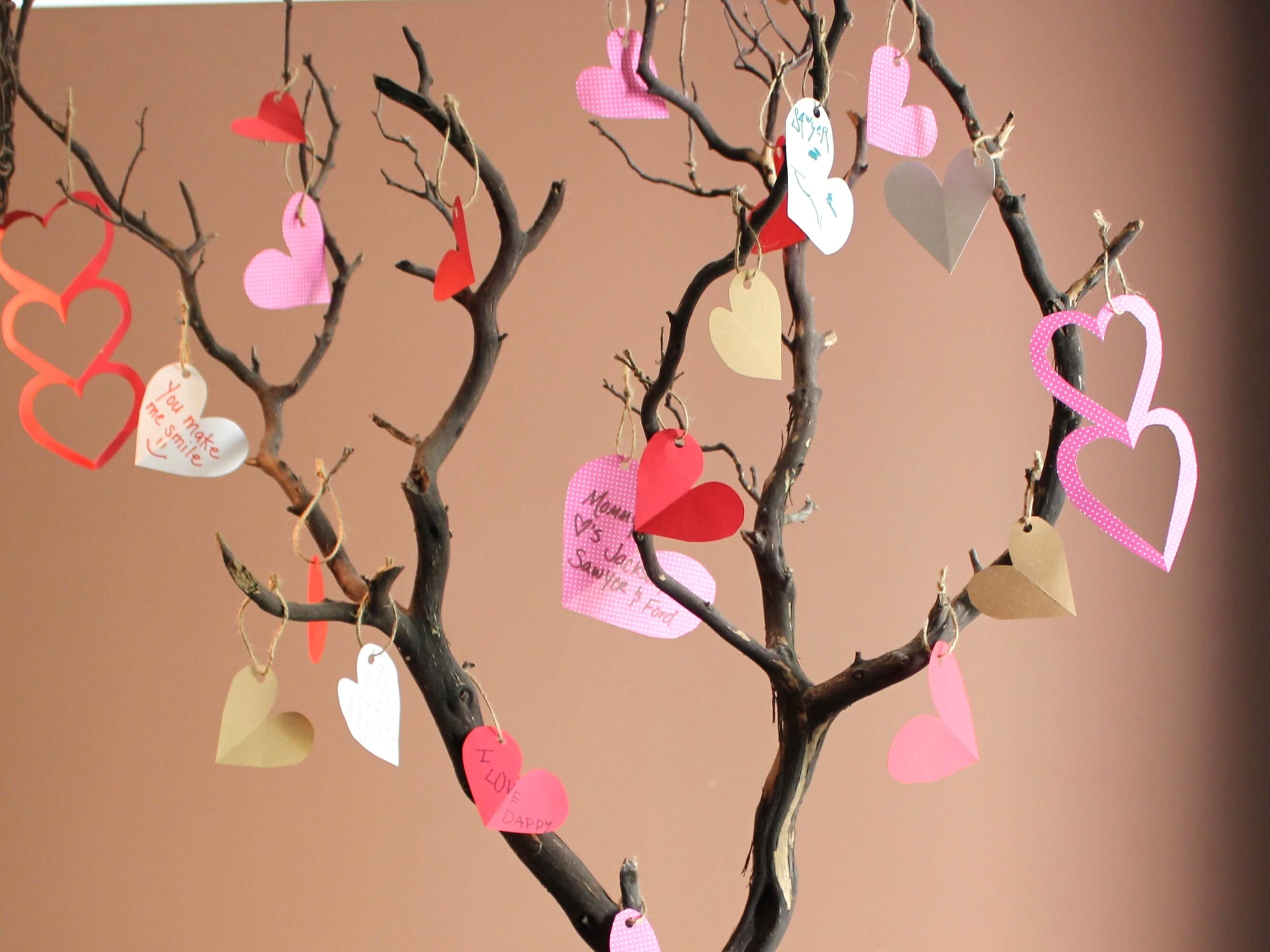 Romantic diy valentines day decor ideas for home for Valentine decorations to make at home