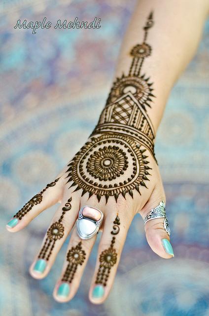 Back hand Morrocan Mehndi Design