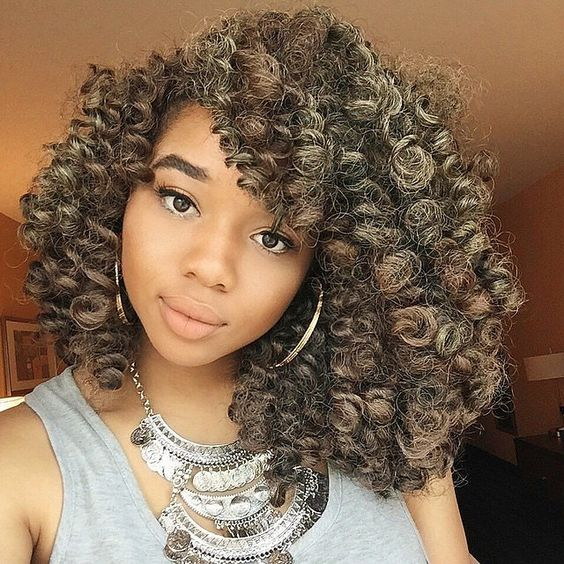 Side-parted highlighted crochet braids