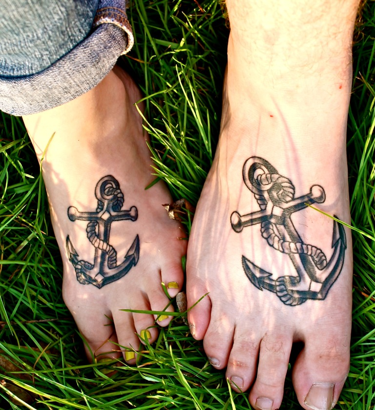20 cute matching anchor tattoos for couples entertainmentmesh. Black Bedroom Furniture Sets. Home Design Ideas