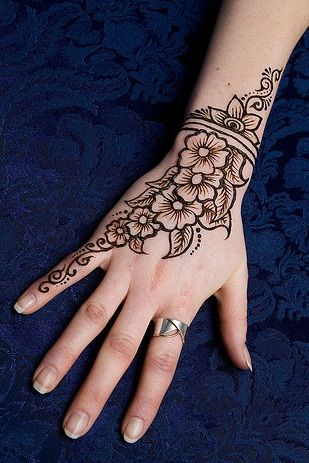 attractive floral mehndi design for hands