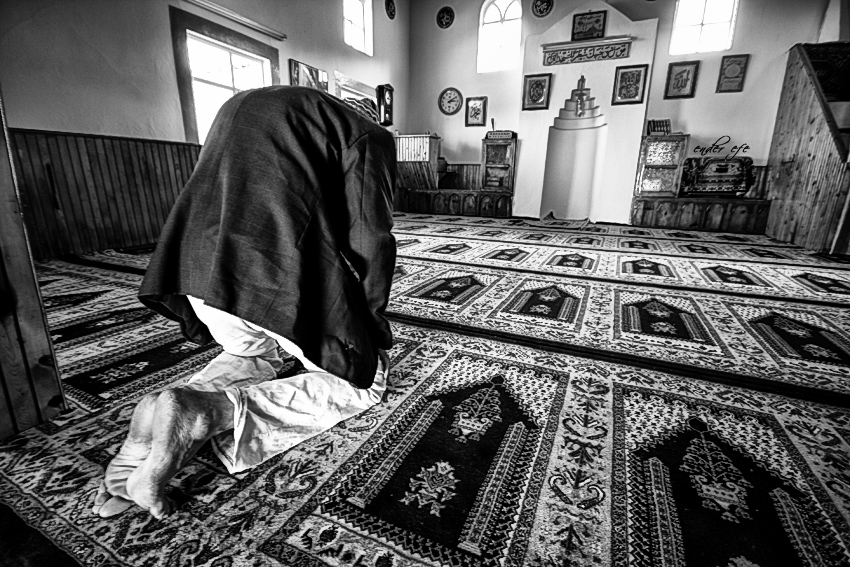 old man namaz prayer
