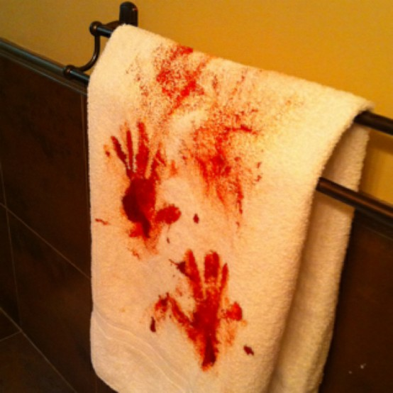 bloody-towel-halloween-decoration-ideas