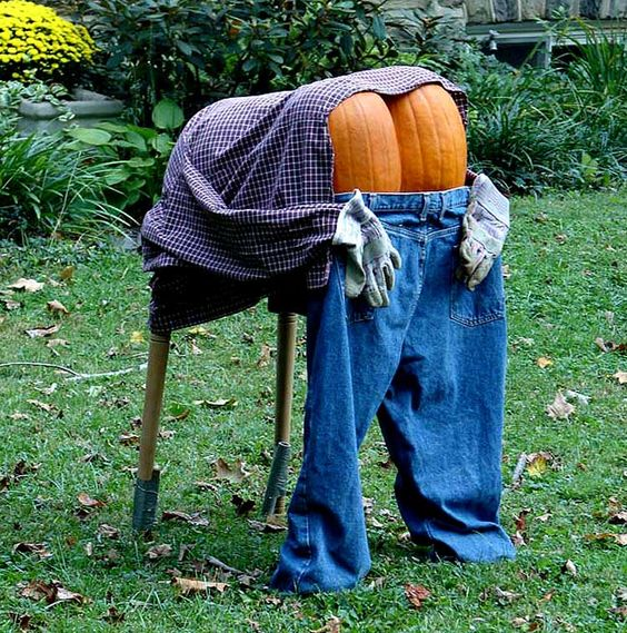 funny halloween garden decoration photos