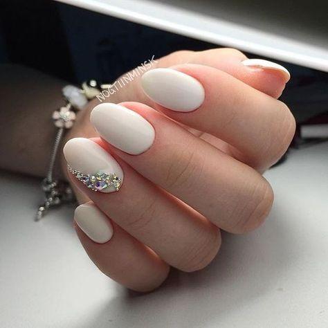 wedding nail art with pearls diamonds on single finger