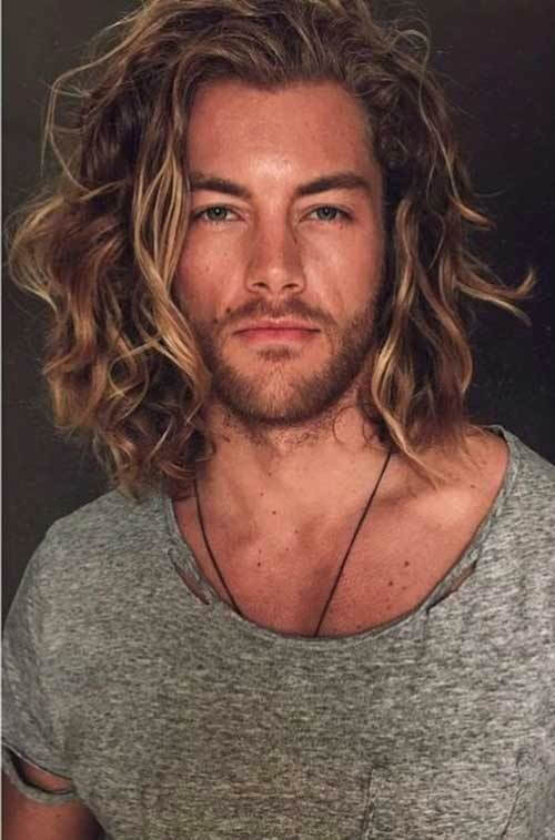 shoulder length wavy hairstyle for men
