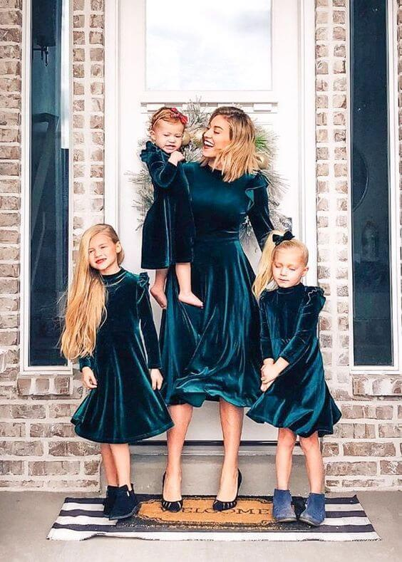 christmas velvet mom and daughters dress ideas